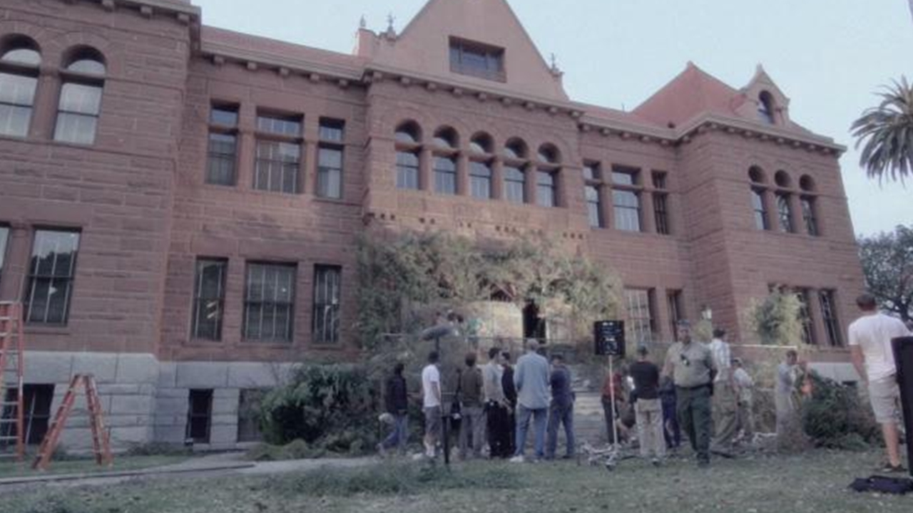 American Horror Story: Inside the Asylum: Creating the Home of Horro...